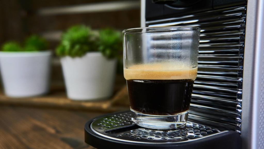 Espresso aus der De'Longhi Nespresso Pixie